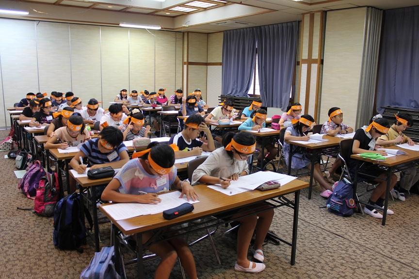 中学受験の夏季合宿が宗教的過ぎて引くんだが・・・ 鉢巻巻いてエイエイオー・・・ これ意味あるの?